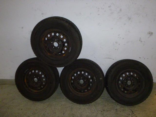 Komplettrad Satz Winter Hyundai 2,4 16V G4JS-G 225 70R15 98T M+S 4MM DE219267