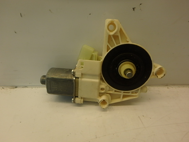 Fensterhebermotor Mercedes Benz C220 Kombi 2,2 CDI Diesel 651.911 A2048200542